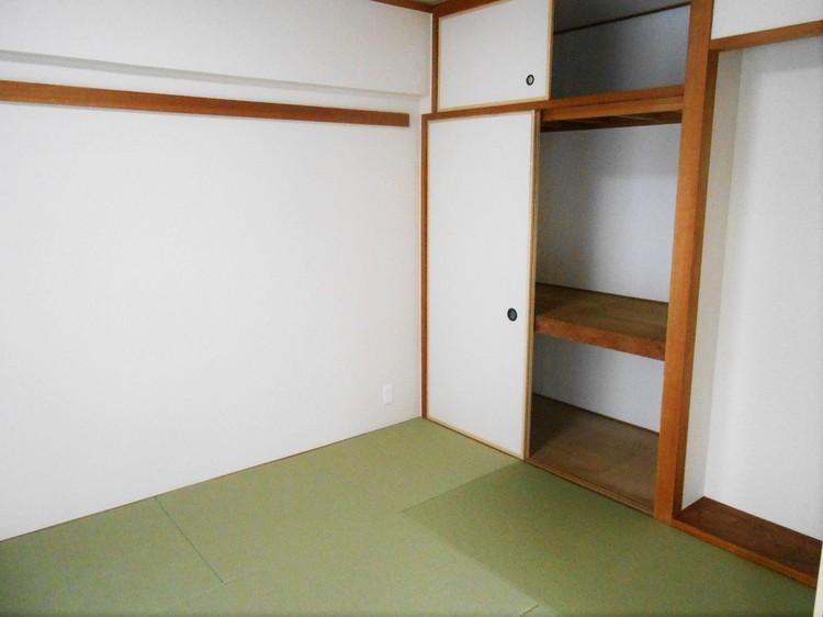 思わず寝ころびたくなる気持ちの良い和室。