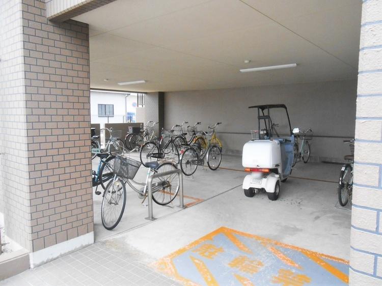 敷地内の駐輪場です。