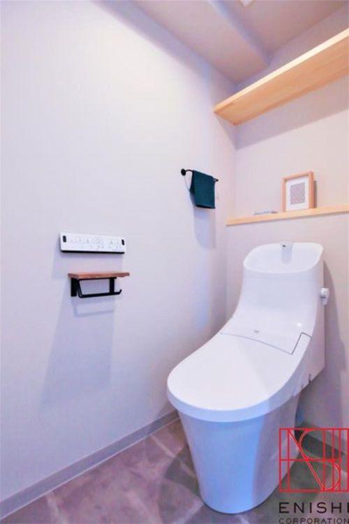 ウォシュレット一体型トイレ 飾り棚付