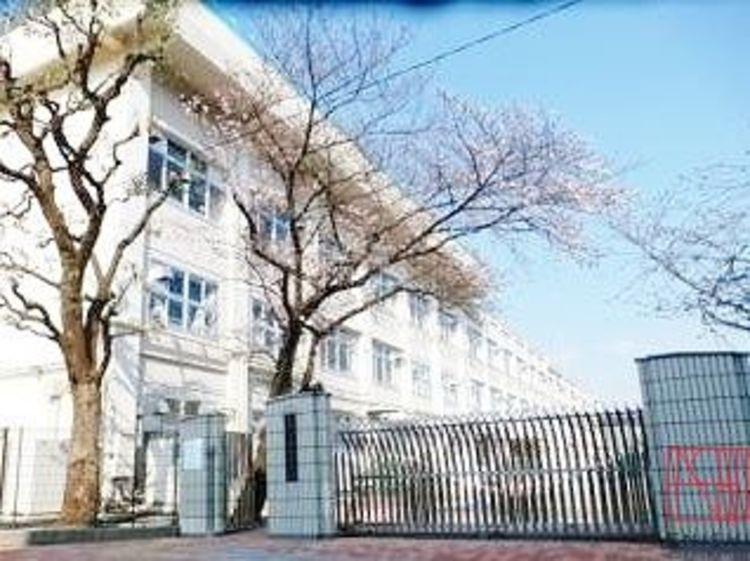 板橋区立西台中学校 徒歩9分。 720m
