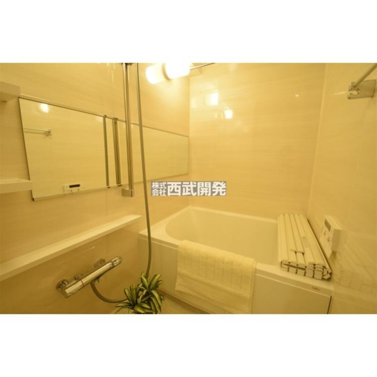 換気乾燥機付きの浴室は、雨の日でも洗濯物が乾かせる優れもの、梅雨の時期でも安心ですね。