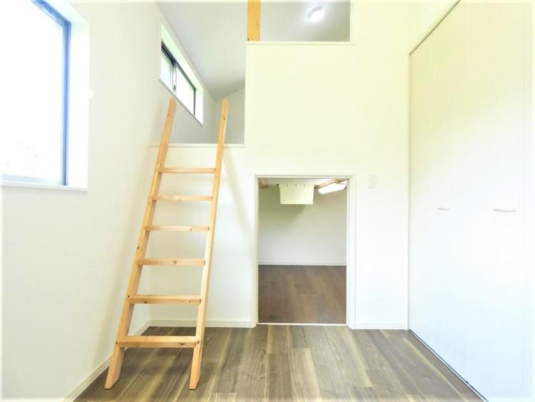 クローゼット完備で、お部屋の生活スペースが有効的に使えますね。