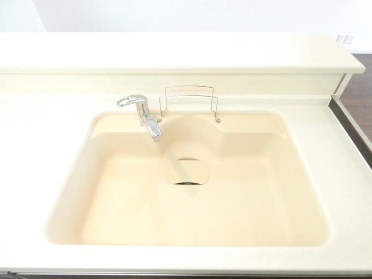 大きなシンクで、フライパンや鍋などの洗い物も楽々。