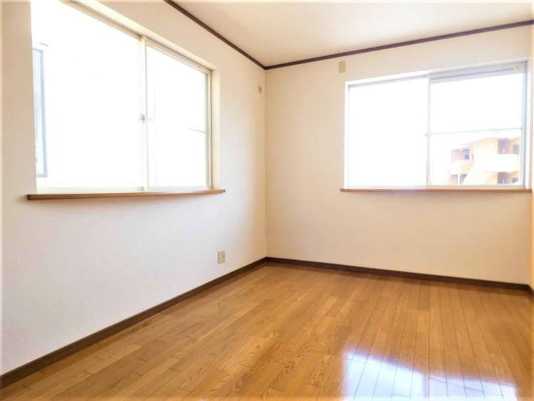 全室2面採光で明るく通風良好です。