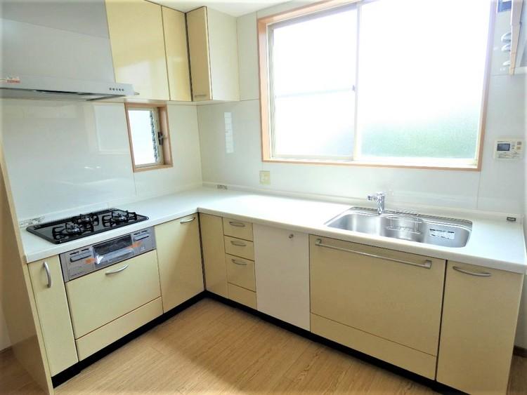 L型キッチンは作業スペースも広く、お料理も楽しく出来そうですね。