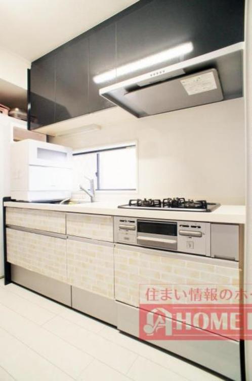 ご夫婦そろってキッチンに立っても調理がしやすい広さです。