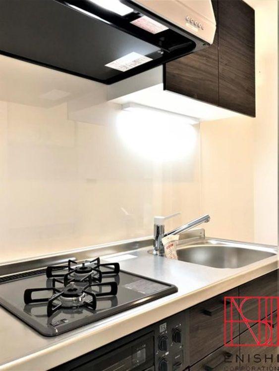 LIXIL製のシステムキッチンの様子。浄水器付きです。