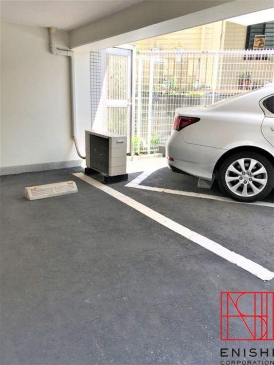 駐車場の様子。とてもきれいに管理されています。