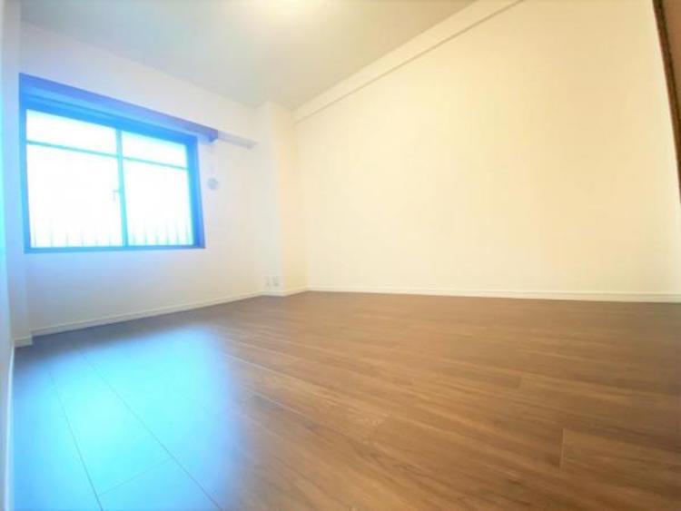 北西洋室(6.2帖) 白を基調とした明るい居室