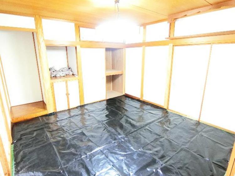 1階 約8帖の和室です。客間、晩酌、家族団らんなど色々使えますね。