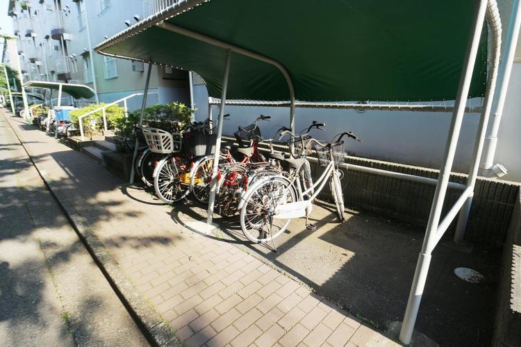 駐輪場はきちんと整理され、自転車の出し入れもスムーズに行えますね。