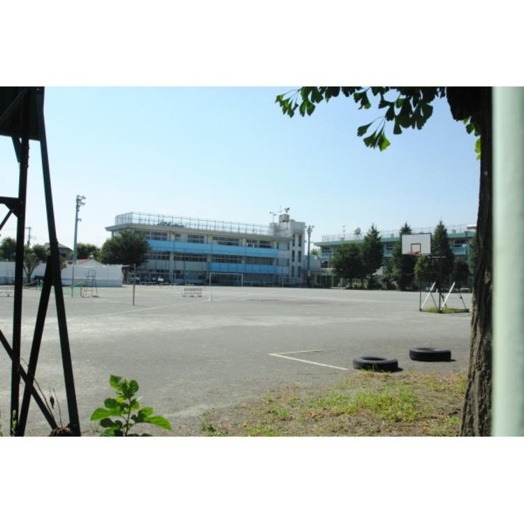 第三中学校(約1300m)