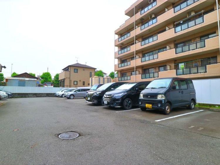 駐車スペースがあるので、家族みんなで過ごす週末もアクティブにお過ごしいただけます。