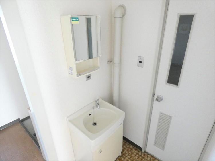 玄関入って直ぐ手が洗えるのは衛生的ですね。