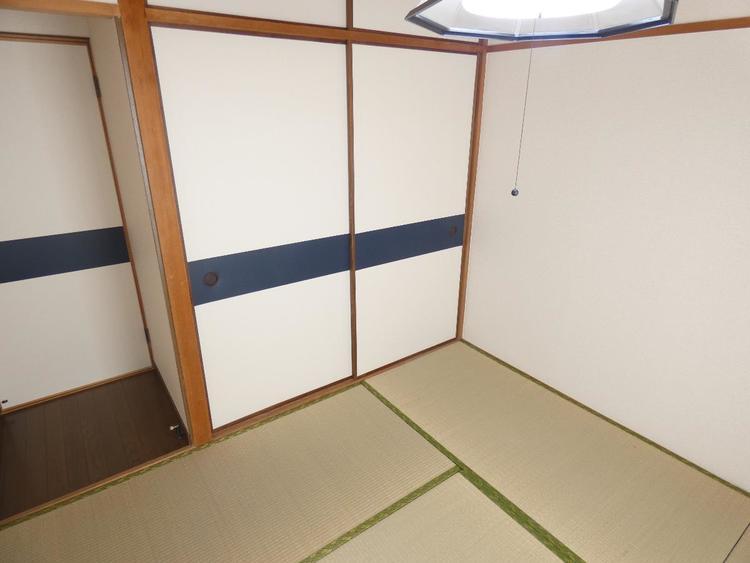 収納付きの和室です。お布団派の方にはピッタリです。