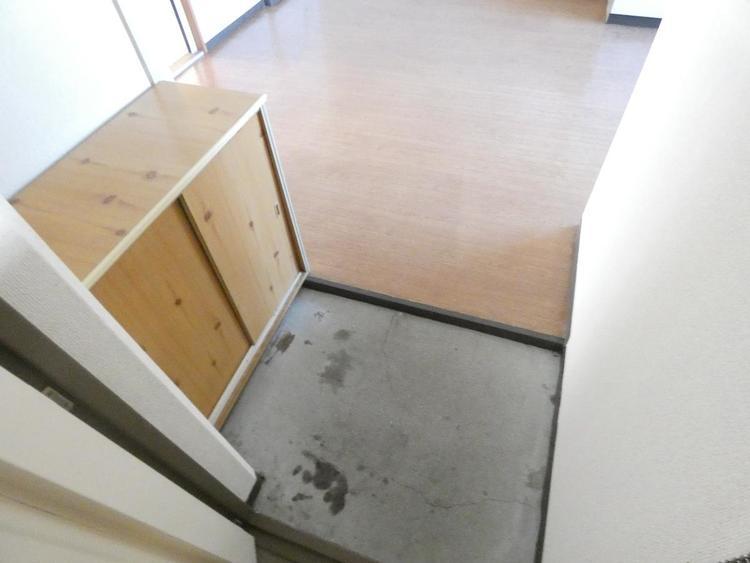 玄関横のシューズボックスで靴の整理も便利ですね。