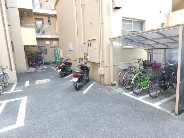 敷地内駐輪場です。屋根付きで雨から自転車を守ります。