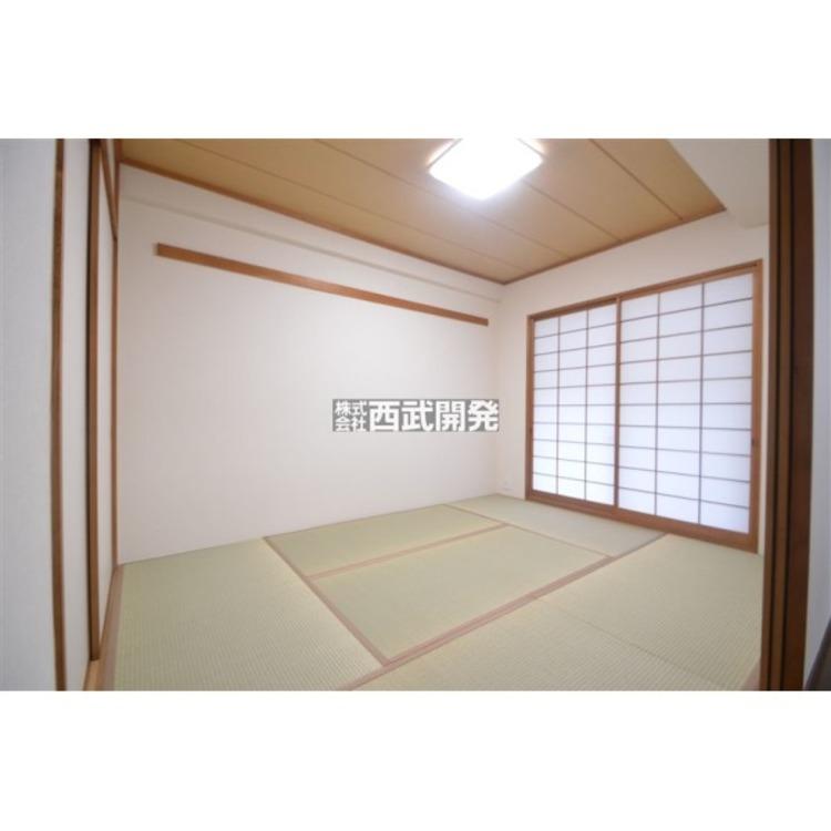 日本特有の部屋「和室」。障子越しに溶け込む太陽の明りは、心を和ませてくれます。