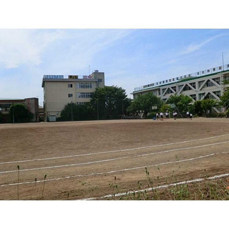 第二中学校(約690m)