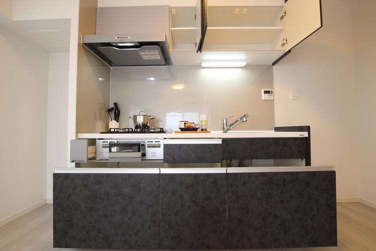 キッチンは壁付きなので、お料理の汚れもお掃除がしやすいです