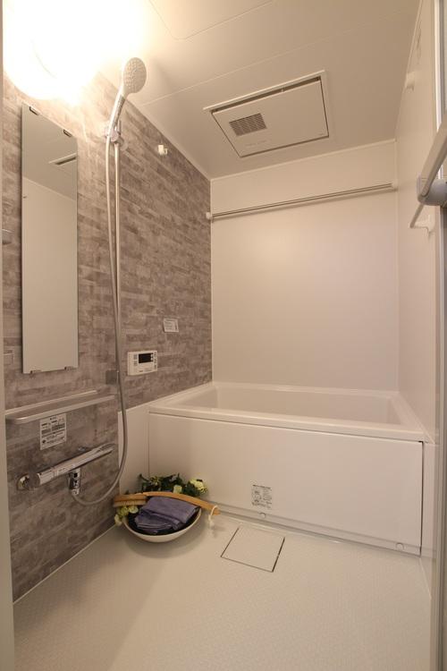 浴室乾燥機付き。雨が多い時期でも安心して洗濯物を乾かせます