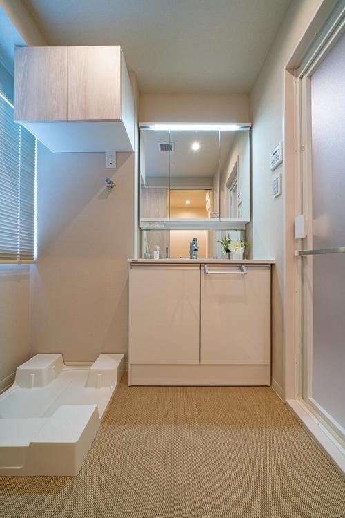 清潔感溢れるスタイリッシュな洗面台