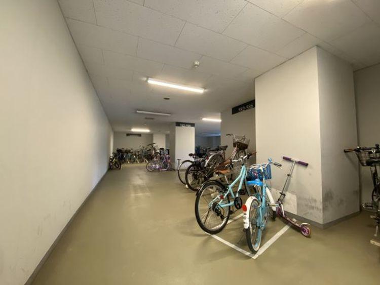 駐輪スペースがあります。家族でサイクリングなど、週末のお出かけも楽しみになりますね。