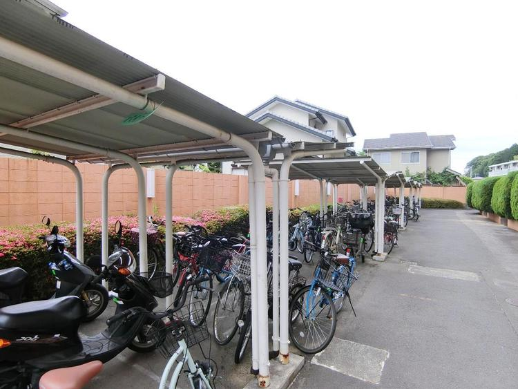 駐輪場もございます。屋根付が嬉しいですね。