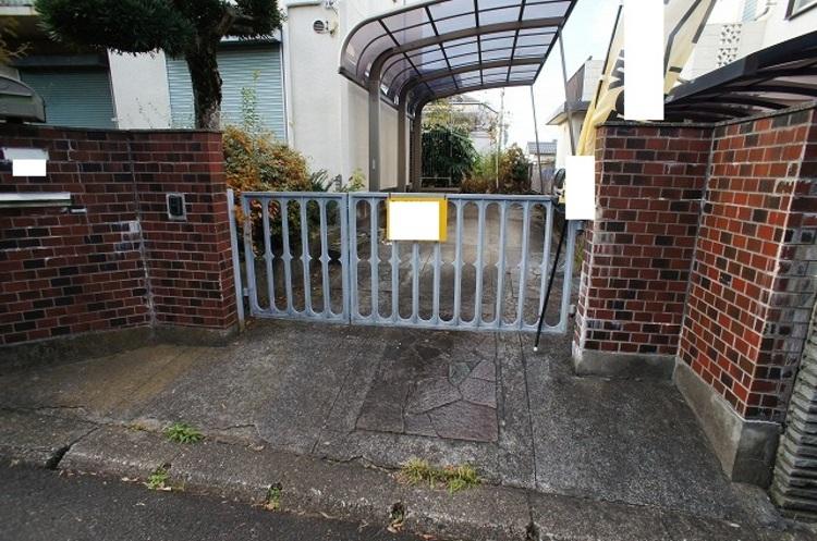 入口に門扉があるので、安心ですね。