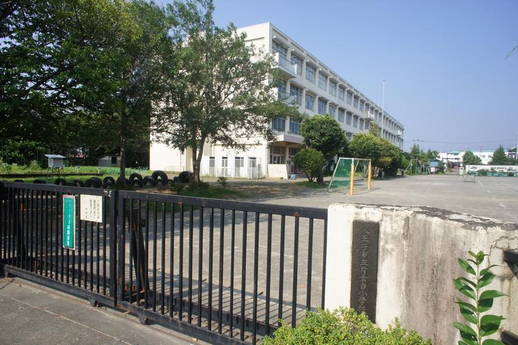 中山中学校 徒歩20分(約1600m)