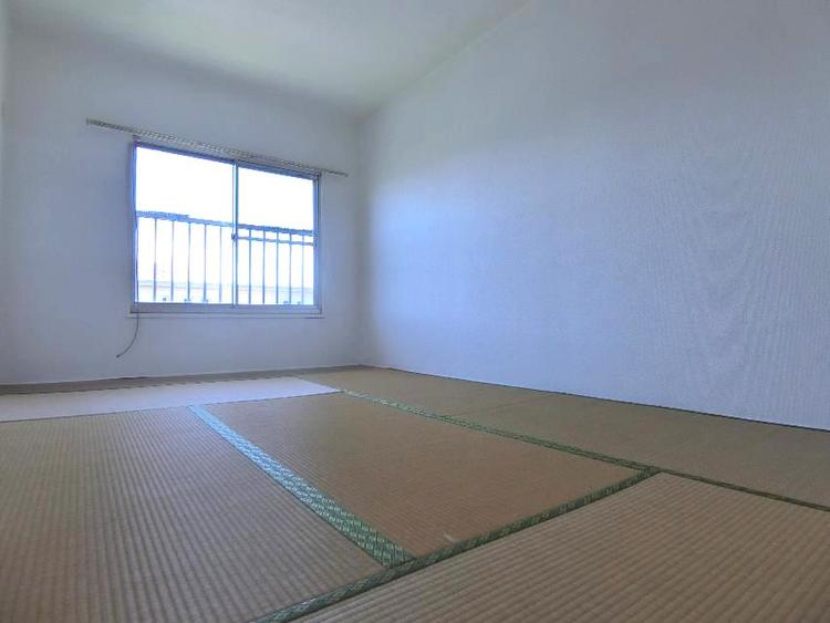 全室採光の明るい室内空間