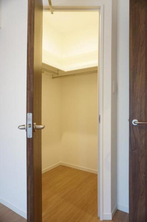 ウォークインクローゼット付きで、お部屋を広くお使い頂くことができます。