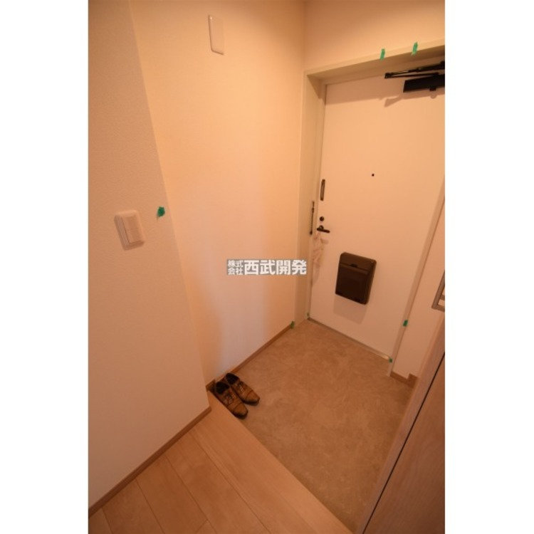 毎日住む人を見送り、迎え入れる玄関。シューズクローゼットも設置されており玄関はスッキリ!