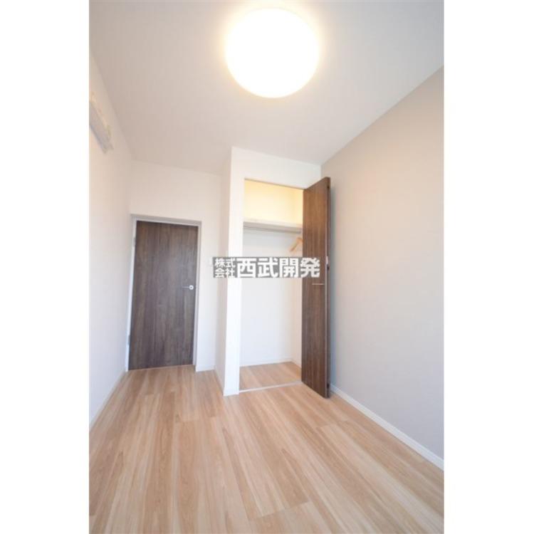 各部屋にはクローゼット付き。収納が多いお家はスッキリ快適空間です。