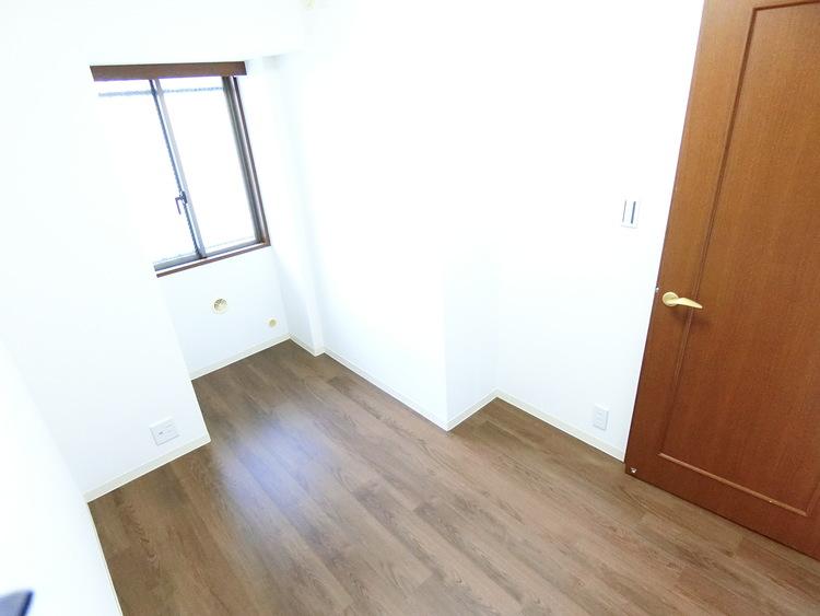 子供部屋にもちょうど良い広さの洋室です。