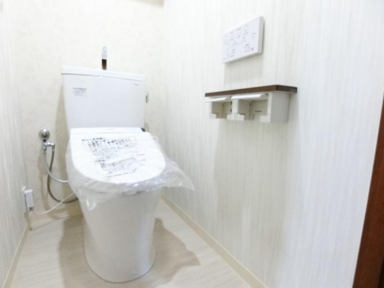 温水洗浄便座付きトイレは嬉しい設備ですね。