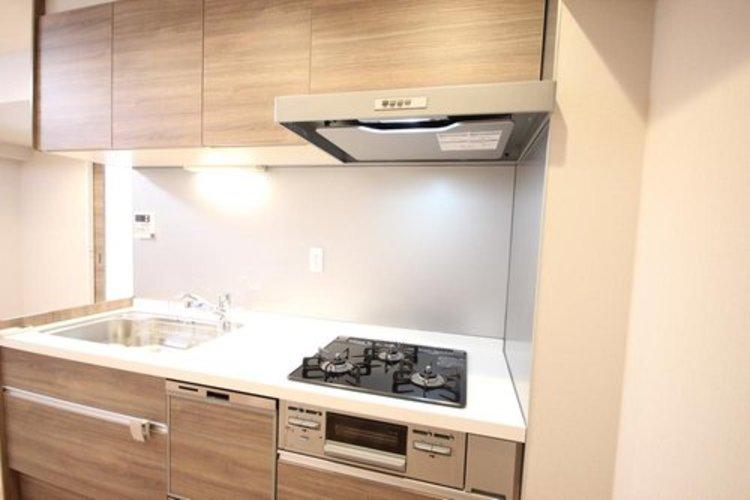 リビングとキッチンが分かれてますので、スッキリした空間が生まれます。またプライバシーを確保できるため人を招きやすく、ホームパーティーもより快適に。