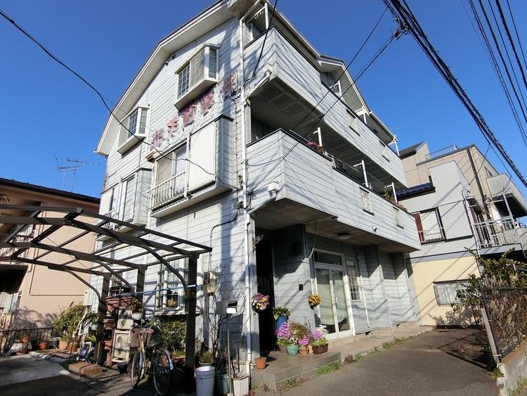 敷地はゆったり約57坪ございます。店舗兼住居の注文住宅です。