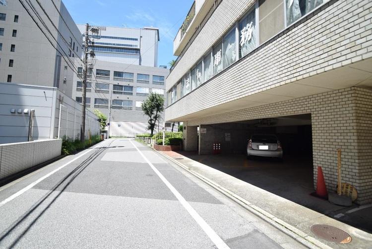 「県庁前」駅より徒歩約5分の立地です。