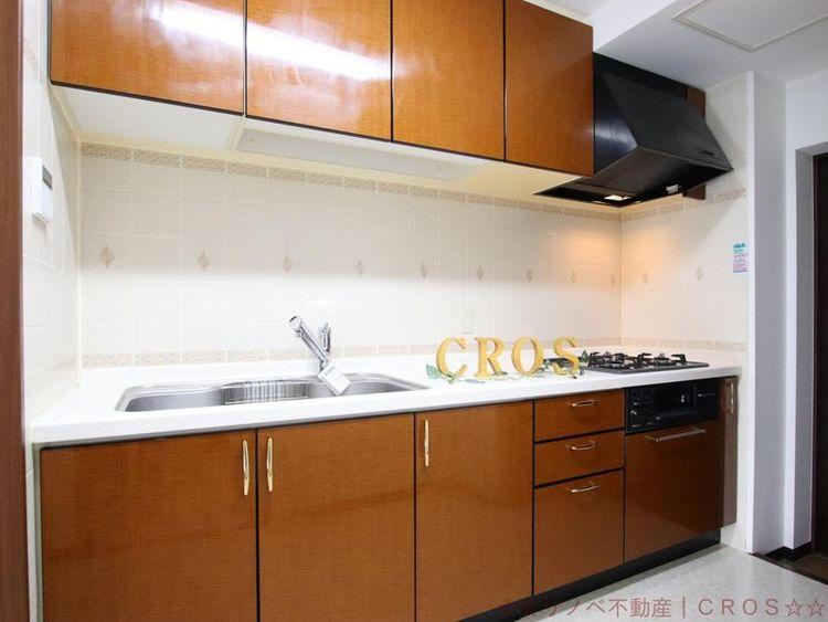 お料理をもっと楽しく、快適に!使い勝手の良い収納のシステムキッチンです。