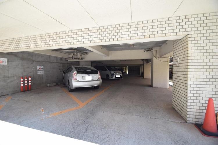 階下の駐車場です。