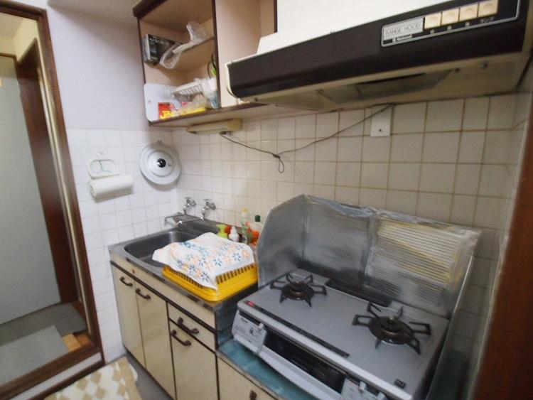 キッチン収納もたっぷりありますので、調理器具などもすっきりと片付きますよ。