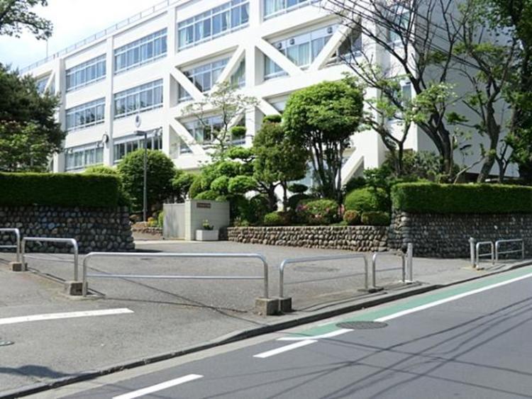 拝島中学校 640m