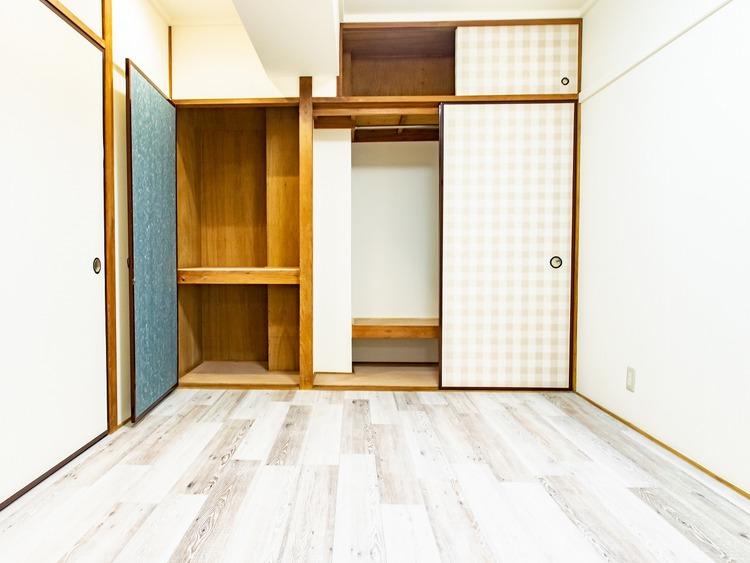 クローゼットのほかに区切られた収納もあるので、季節ごとの収納も可能です。