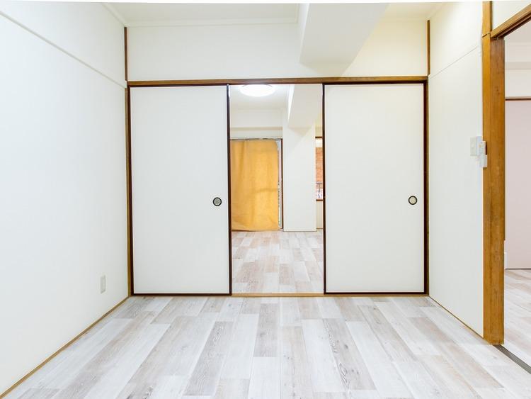 6帖と7.5帖の間にある襖を取り外せば、13.5帖の広い居室に大変身。生活スタイルによってさまざまな使い方ができますね。