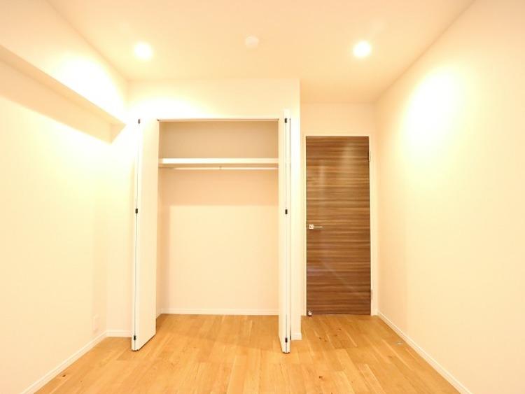 一日の中で多くの時間を過すことになる住まいだからこそ、いつも穏やかな空間であるように心掛けています。 構成する建材などへの配慮が、住まう方の健康を守ります。ワンランク上の、「オンリーワンの家」を提供
