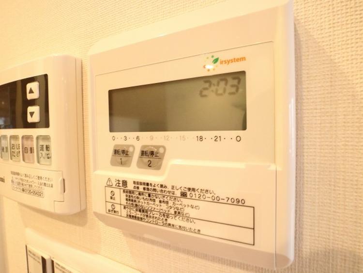 家族団らんを足元から応援。室内の空気を汚さず、暖かく快適な空間を造ります。