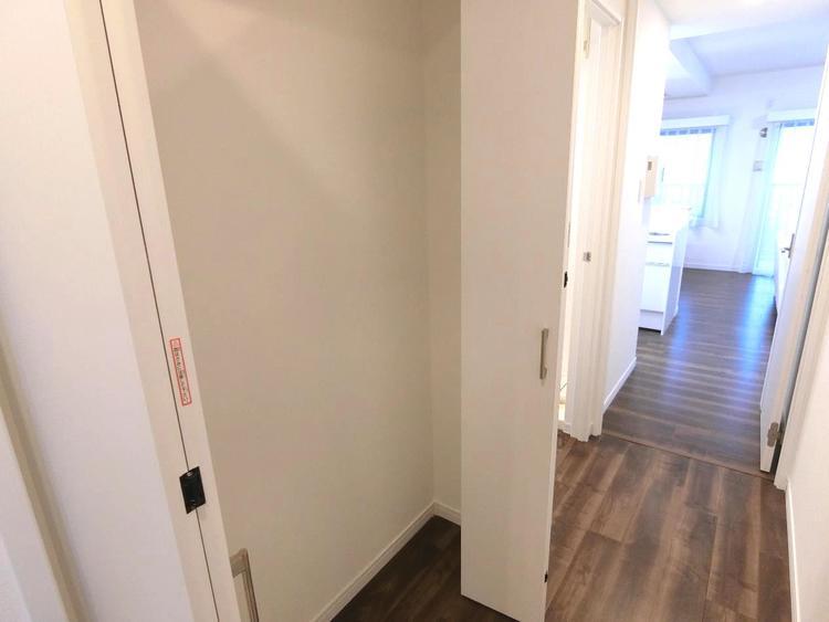廊下にもクローゼットがございます。
