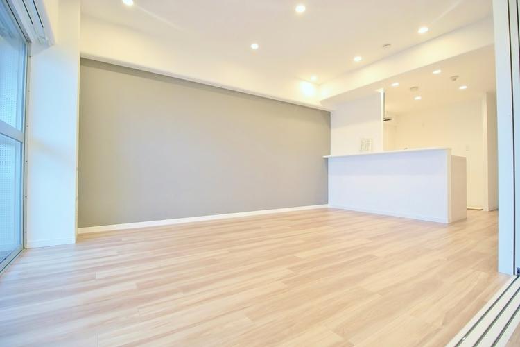 〜12.5帖リビングダイニング〜 広々としたLDKは家具のレイアウトも自由自在なのでご家族の理想のスペースが作り上げられます。素敵なインテリアに囲まれてた自分好みの空間を。
