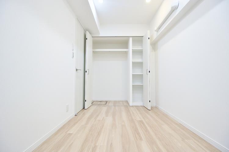 〜4.5帖居室〜 クローゼットのあるお部屋。荷物を収納することでお部屋をスマートに見せることができます。気持ちの良い自分空間を。